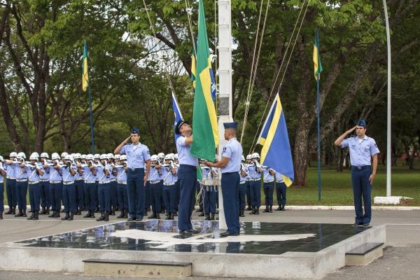 Cerca de 200 militares e civis participam de cerimônia do Dia da Bandeira
