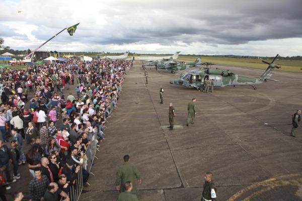Base Aérea de Canoas recebe a comunidade local no feriado do dia 15