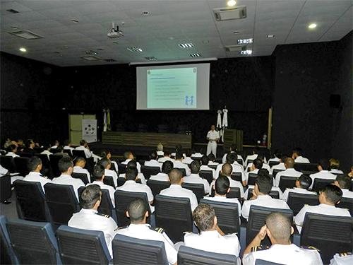 Apresentação de trabalho durante o III Seminário do Curso de Aperfeiçoamento de Intendência para Oficiais