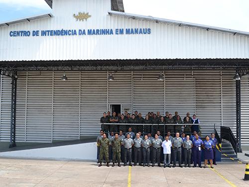Instrutores e militares que participaram dos cursos
