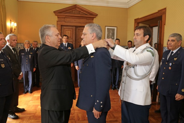 Comandante da Força Aérea Portuguesa recebe a Ordem do Mérito Aeronáutico