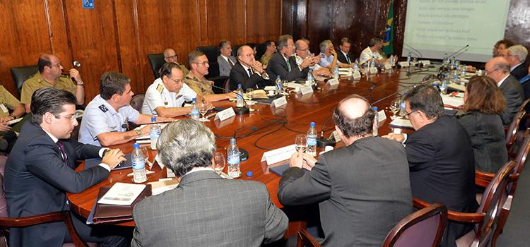 O ministro José Serra apresentou um quadro atualizado da política externa brasileira e da conjuntura regional e mundial
