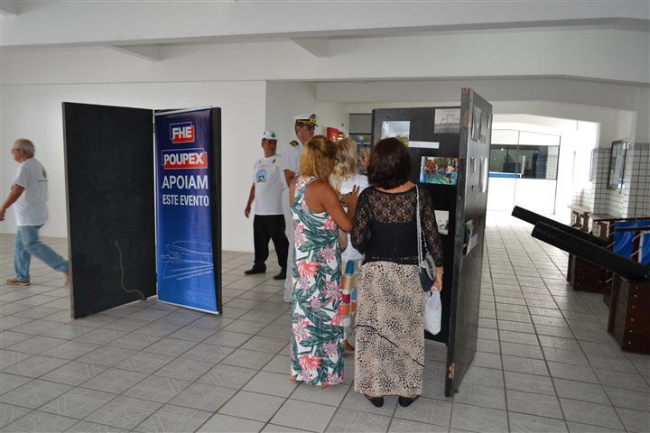 Visitantes durante a exposição