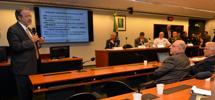 Jungmann discute a agenda de Defesa na Câmara dos Deputados