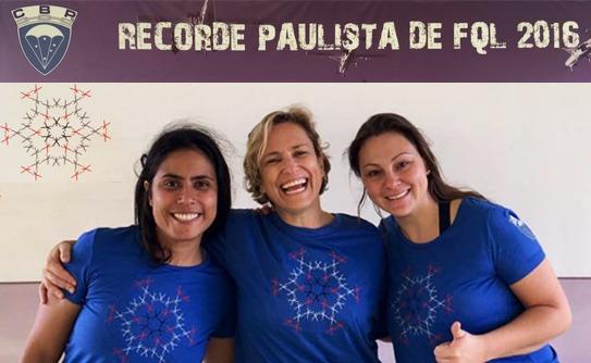 Sargentos da FAB quebram recorde estadual de paraquedismo