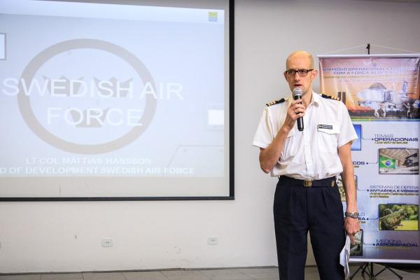 """""""Disponibilidade é muito mais que horas de voo"""", afirma oficial da Força Aérea Sueca"""