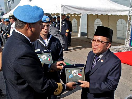Embaixador da Indonésia recebe placa em reconhecimento à contribuição do país à FTM