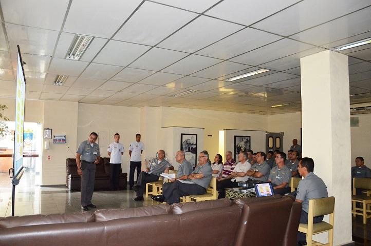 Comandante da BNRJ profere palestra a autoridades presentes