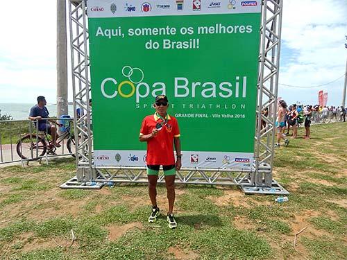 Primeiro-Sargento (RM1-FN-MO) José Januário após a conquista do vice-campeonato