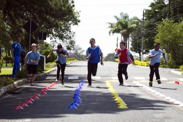 Programa Forças no Esporte beneficia 200 crianças e jovens de Curitiba