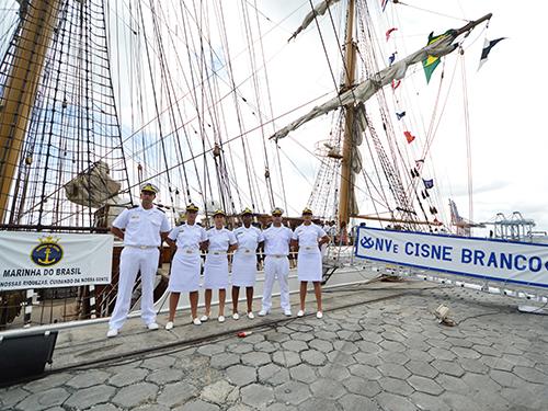 """Guardas-Marinha em visita ao NVe """"Cisne Branco"""""""
