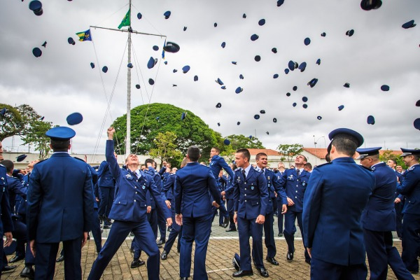 A EPCAR é referência em ensino e prepara alunos para a Academia da Força Aérea