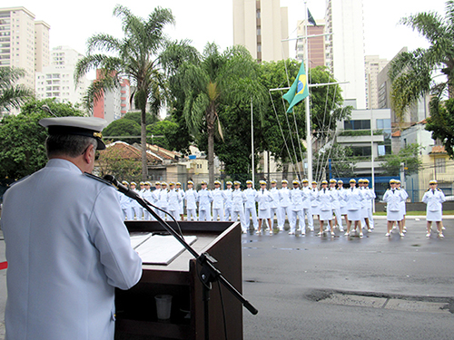 Comandante do 8º Distrito Naval parabeniza os guardas-marinha