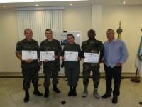 Militares do Exército e de Nações Amigas