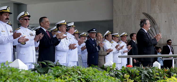 No Rio, ministro Jungmann participa de formatura de guardas-marinha