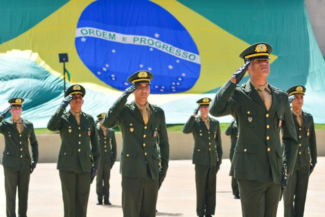 Organizações Militares pelo Brasil concluem os cursos do CPOR e NPOR