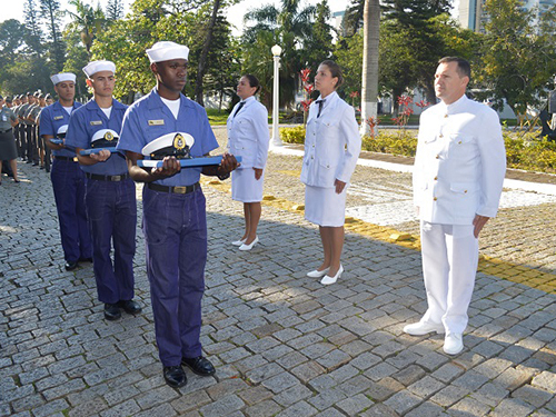 Militares promovidos e agraciados participam de cerimônia na EAMSC
