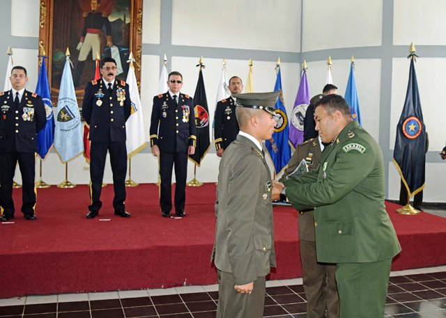 Solenidade de Graduação dos Cursos de Formação de Oficiais em El Salvador