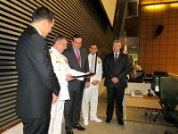 VA Castilho faz a leitura da placa de homenagem da ALESP à Marinha do Brasil