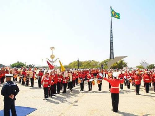 Marinha do Brasil realiza a troca da Bandeira Nacional