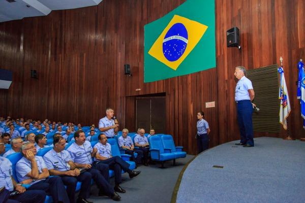 Oficiais-generais e comandantes de unidades militares debatem mudanças na FAB