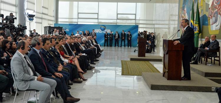 Governo brasileiro homenageia colombianos que cooperaram com vítimas de acidente aéreo