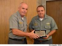 Diretor de Saúde da Marinha entrega prêmio ao Diretor do HNSa