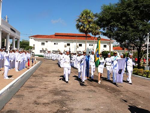 Desfile em continência ao novo Comandante do 6º Distrito Naval,  Contra-Almirante Barros Coutinho