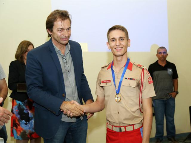 Aluno do Colégio Militar de Brasília é primeiro lugar do PAS 2016