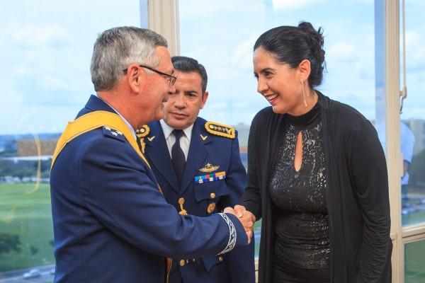 Comandante da Aeronáutica recebe comenda das Forças Armadas equatorianas
