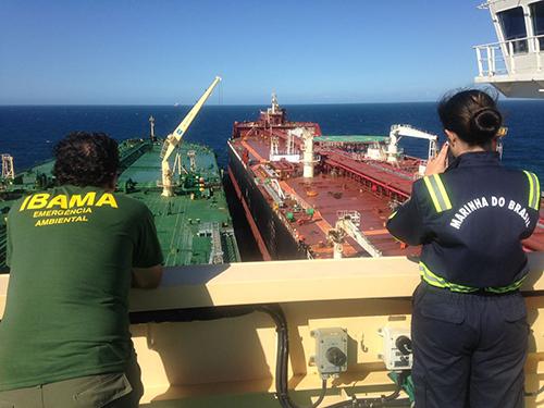 Marinha do Brasil acompanha operação Ship To Ship no litoral do Espírito Santo