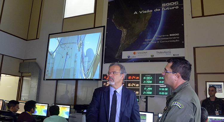 Ministro Jungmann visita Centro de Operações Espaciais do Satélite Geoestacionário
