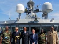 Embaixador e demais autoridades por ocasião da visita a bordo do Araguari