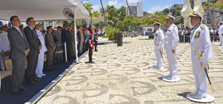 Almirante Garnier assume comando do 2º Distrito Naval, em Salvador (BA)