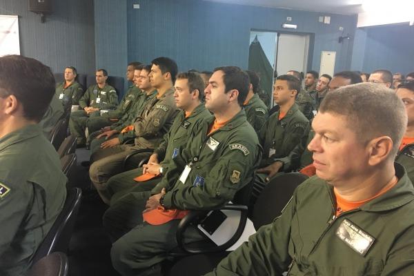 Curso Teórico da Aeronave C-105 Amazonas é realizado em Campo Grande (MS)