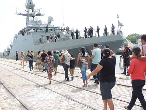 Familiares na Base Naval de Natal (RN)