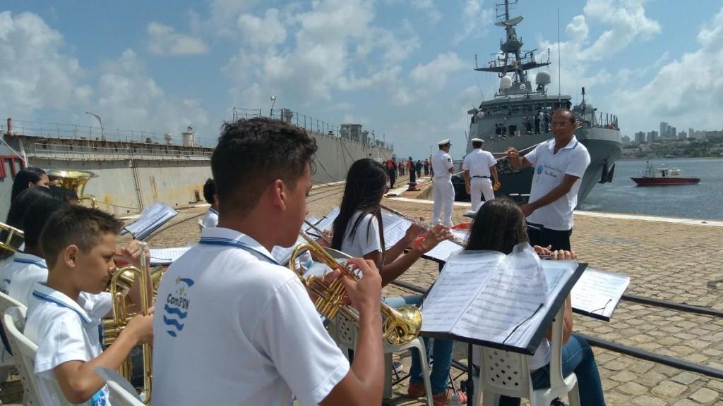 """Orquestra """"Ondas Musicais"""" durante a recepção ao Navio"""