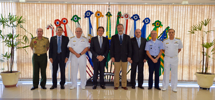 Jungmann e comandantes das Forças Armadas recebem presidente do Senado no MD