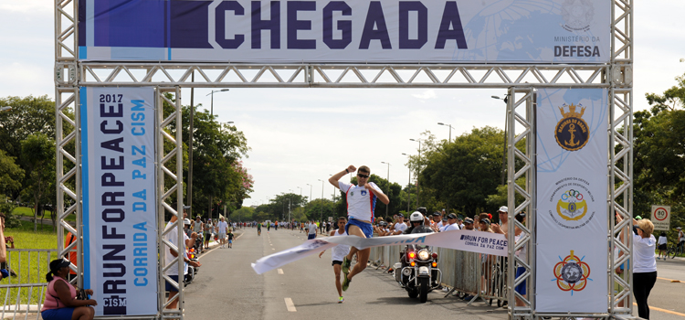 O soldado Matheus, primeiro colocado na corrida, é do Comando Militar do Planalto (CMP) - Foto: Sgt Ageu/CCOMSEx