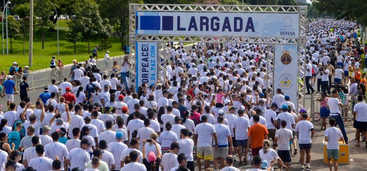 A participação na corrida superou as expectativas da organização, com um total de 7 mil pessoas - Foto: 1º Ten Maurílio Kelly/EMCFA