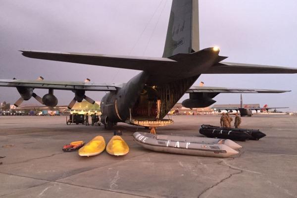 Aeronave da FAB transporta brigadistas e material de resgate de vítimas no Peru