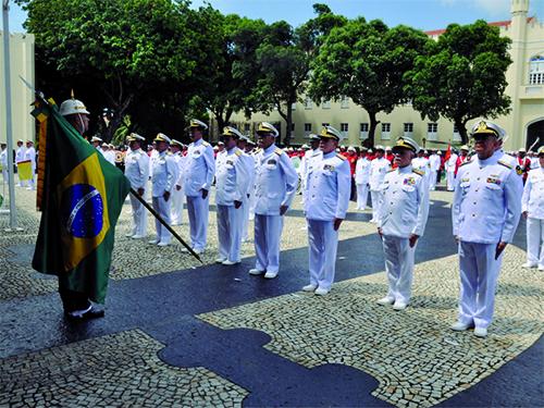 Comandante do Corpo de Fuzileiros Navais e Oficiais-Generais formados durante a cerimônia