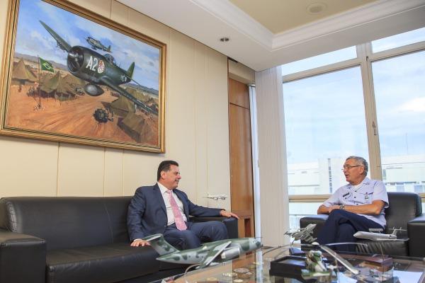 Comandante da Aeronáutica e Governador de Goiás destacam potencial de Anápolis