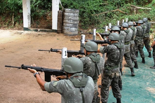 Militares do 38º BI em Instrução de Tiro