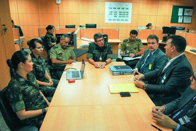 Intercâmbio entre o Escritório de Processos Organizacionais do Exército e o Banco de Brasília