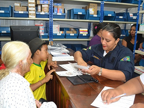 Pacientes recebem medicamentos prescritos pelos médicos