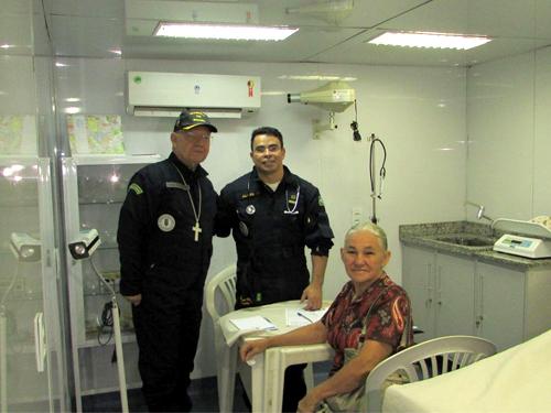 """Navio """"Soares de Meirelles"""" realiza atendimentos no rio Amazonas"""