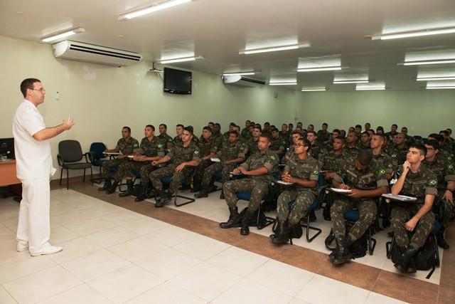 HMAB fornece qualificação em saúde bucal para militares da Marinha e do Exército