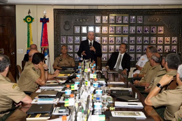 Presidente da República recebe bastão de comando em Reunião do Alto-Comando do Exército