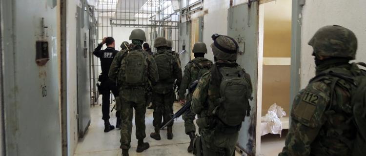 Operação Varredura apreende mais de 2 mil armas brancas em dez presídios do País